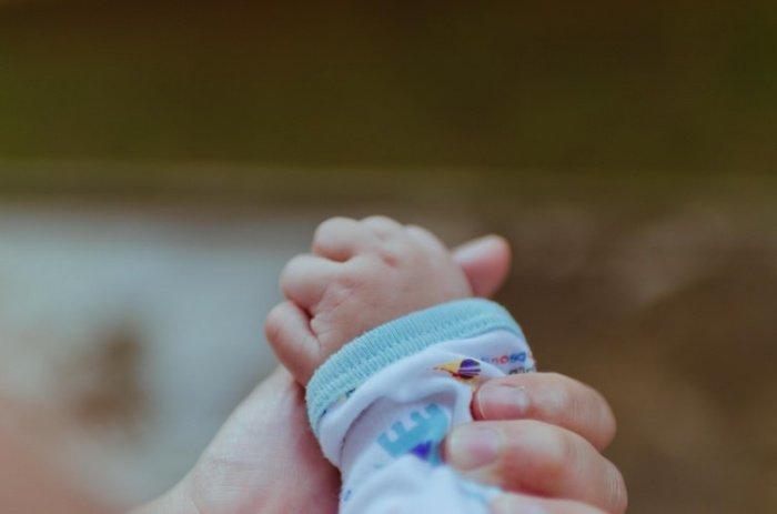 Малыш появился на свет посредством кесарева сечения