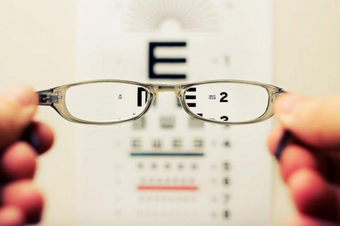 Диета - это способ уменьшить риск потери зрения из-за возрастной макулярной дегенерации, особенно если есть семейный анамнез заболевания