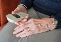 Названы преимущества кнопочных телефонов перед смартфонами