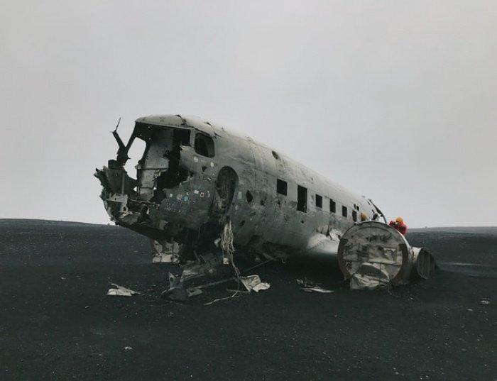 Самолет, согласно данным военных, разбился спустя 5 минут после взлета из аэропорта Эль-Генейна и упал в 5 км от него