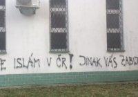 На стенах чешской мечети появились угрозы мусульманам