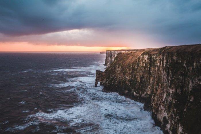 Повышенная температура океанов нарушает водный цикл, ведет к возникновению более свирепых морских бурь, засух, потопов и пожаров