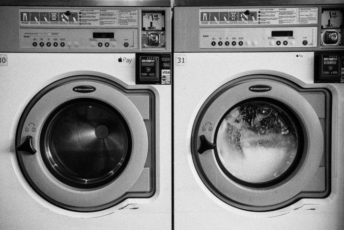 В качестве альтернативного решения тогда, когда одежда требует долгой стирки в горячей воде, ученые предлагают использовать специальные мешки для стирки