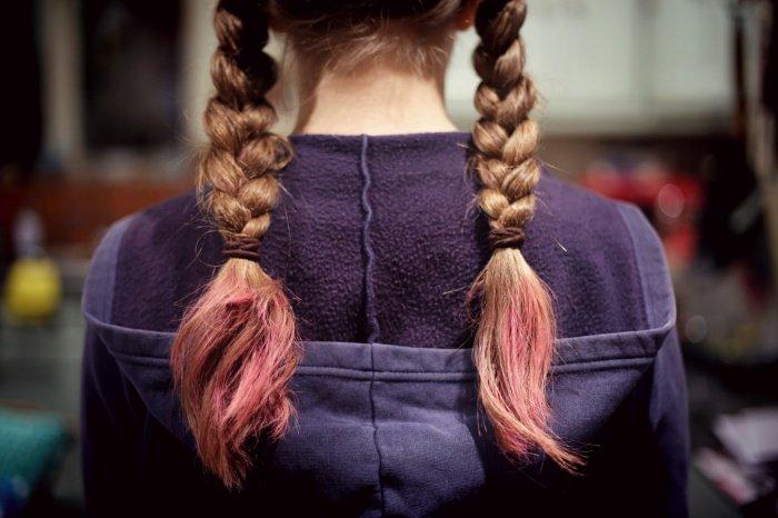 Исследователи обнаружили, что регулярное применение перманентной краски для волос увеличивает риск рака на 10%. Временные краски для волос подобной опасности в себе не таят.