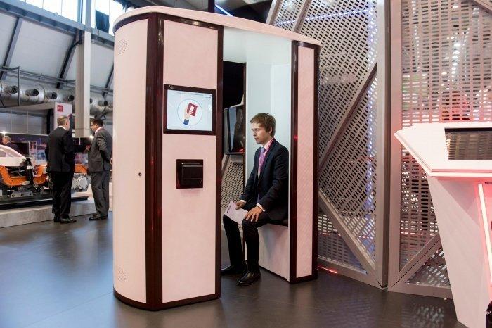 В перспективе эти кабины предполагается использовать также для оформления электронных паспортов и других документов (Фото: Пресс-служба Ростеха)