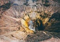 Определен возраст древнейшего на планете громадного кратера