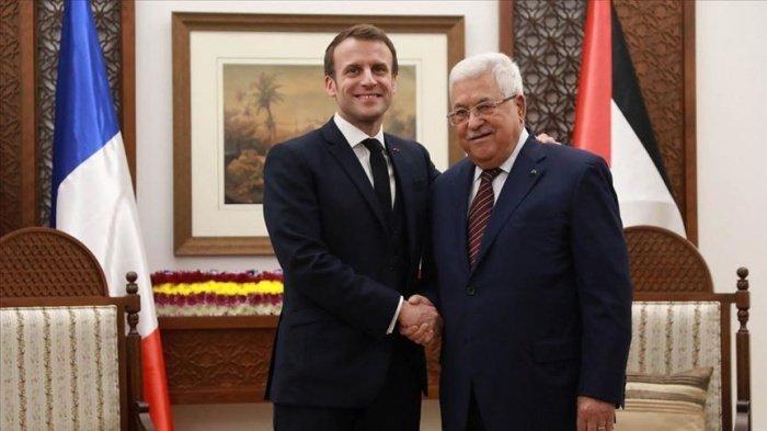 Макрон и Аббас на встрече в Рамалле.
