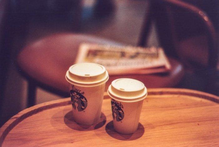 К 2030 году Starbucks намерена снизить выбросы углекислого газа и объем отправляемого на свалки мусора на 50%