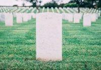 Шотландец нашел на кладбище собственное надгробие