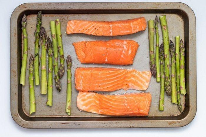В корм для лосося, по словам диетолога, нередко добавляются антибиотики