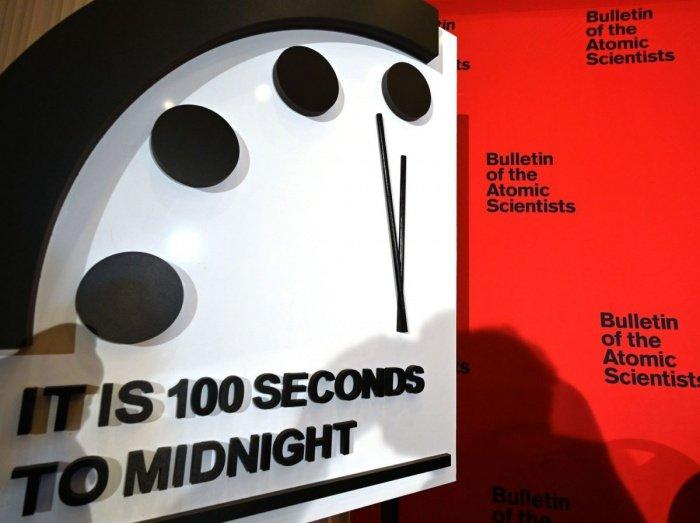 До момента символического ядерного катаклизма осталось 100 секунд.