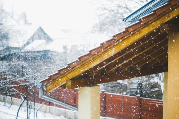 Ученый добавил, что бояться внезапного изменения климата, вопреки отсутствию снега, не стоит