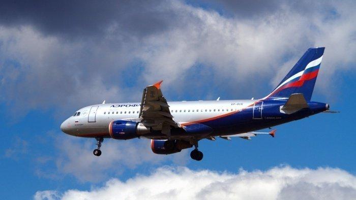 """Пассажирам """"заминированного"""" самолета окажут психологическую помощь."""