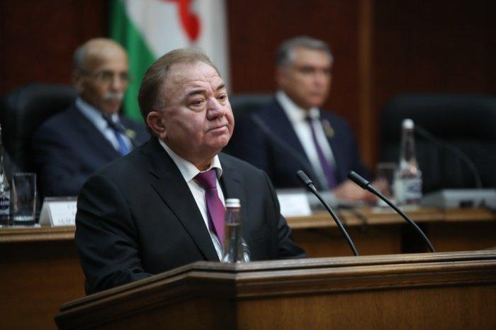 Махмуд-Али Калиматов подписал указ об отставке правительства.
