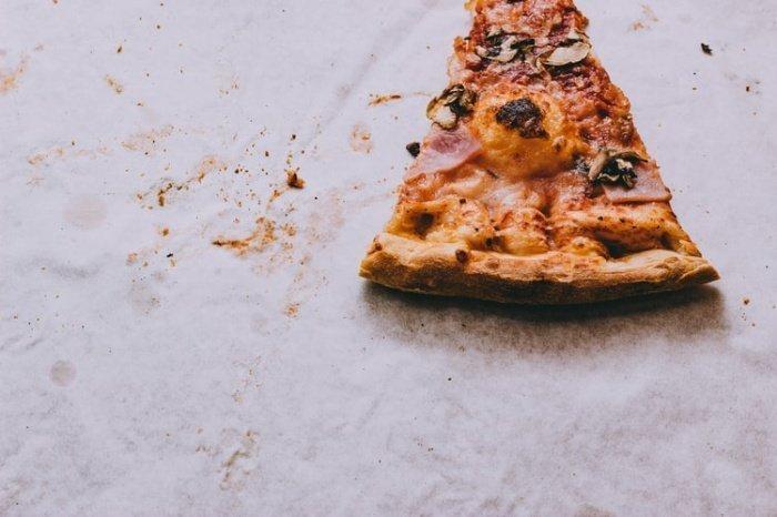 Люди выбирают подобную еду из-за того, что не всегда ощущают разницу между понятиями «аппетит» и «чувство голода»