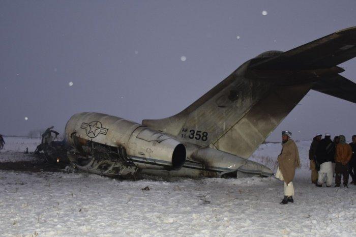Американский военный самолет рухнул в Афганистане.
