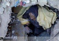 До слез: в Турции женщина отказалась выходить из-под обломков без...
