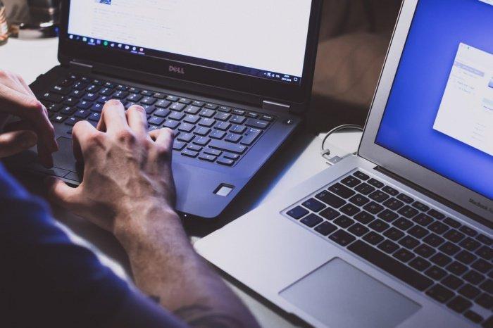 Надежный пароль должен содержать как минимум 8 знаков, среди которых есть как прописные, так и строчные буквы, а также специальные символы