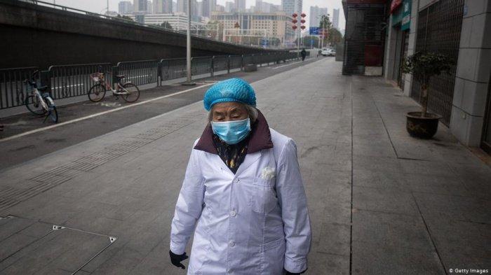 В Китае продолжает увеличиваться число заразившихся коронавирусом.