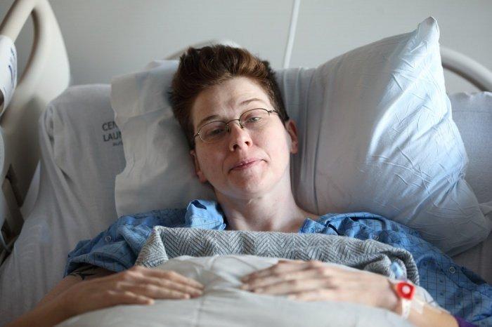Выздоровевшие люди должны по-прежнему соблюдать меры профилактики, беречься от простуды