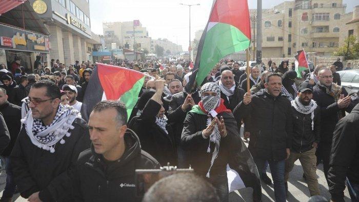 В Палестина прошли массовые протесты против разработанного США плана ближневосточного урегулирования.