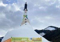 Рекордного снеговика слепили в Австрии