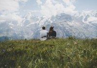 Названа стоимость романтического уикенда за границей