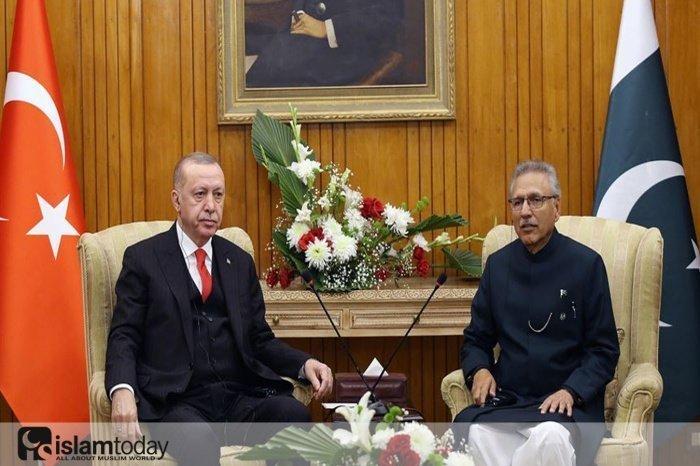 Встреча лидеров стран Турции и Пакистана. (Источник фото: yandex.ru)