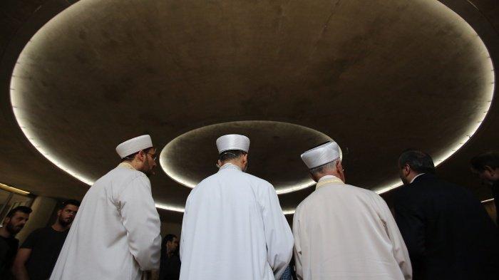 Имамов будут готовить католические университеты Бельгии.