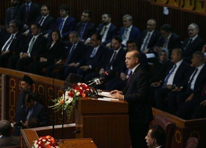 Эрдоган выступил в парламенте Пакистана.