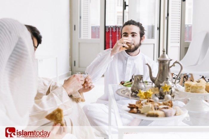 Нужно ли разговаривать во время еды? (Источник фото: freepik.com)