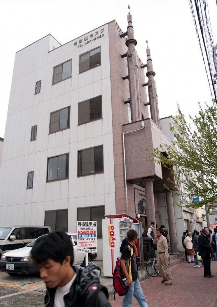 Современная мечеть в Нагоя. Была открыта в 1998 году.