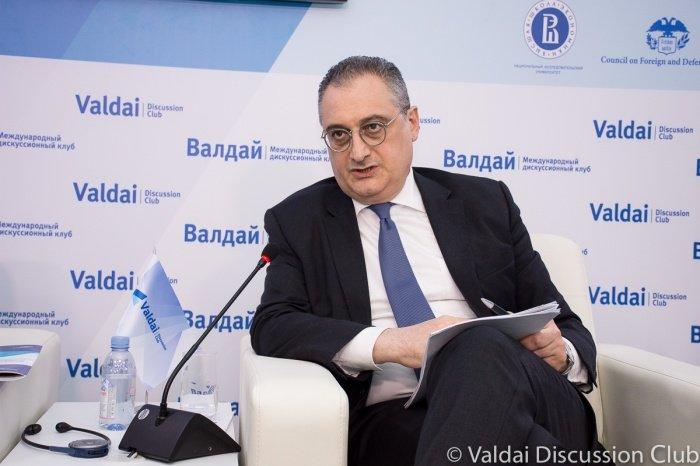 Игорь Моргулов на заседании дискуссионного клуба.