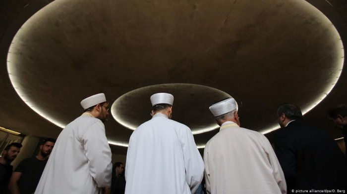 Власти Франции закроют въезд иностранным имамам.