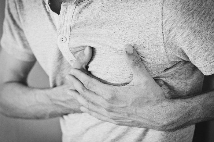 Пациенты нередко жалуются на сбивчивое прерывистое дыхание