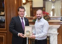 Мэр Казани и экс-игрок «Рубина» обсудили строительство мечети