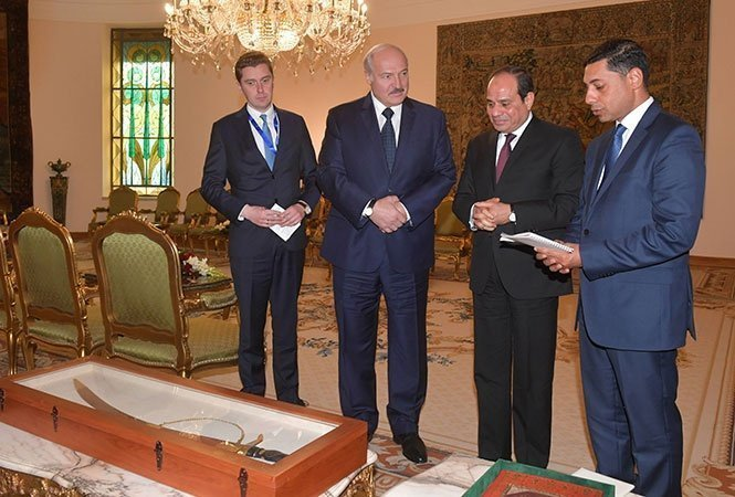 Президенты Белоруссии и Египта на встрече в Каире.