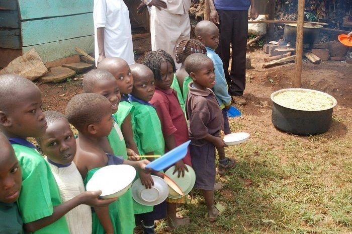 Африканские дети живут в самых неблагоприятных условиях.