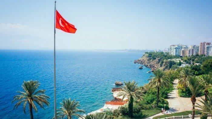 Российским туристам могут разрешить расчеты в рублях на турецких курортах.