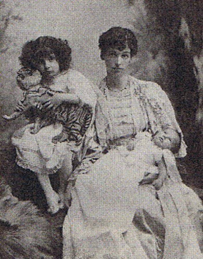 Леди Эвелин со своими детьми