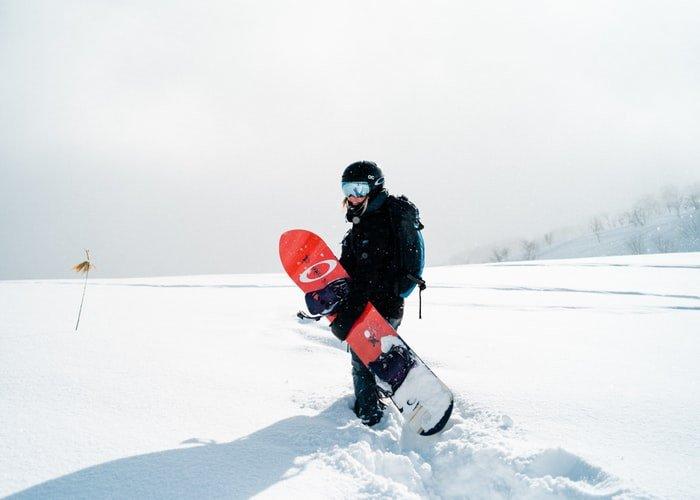Свыше 600 человек одновременно осуществили спуск с горы в манишках цветов флага России