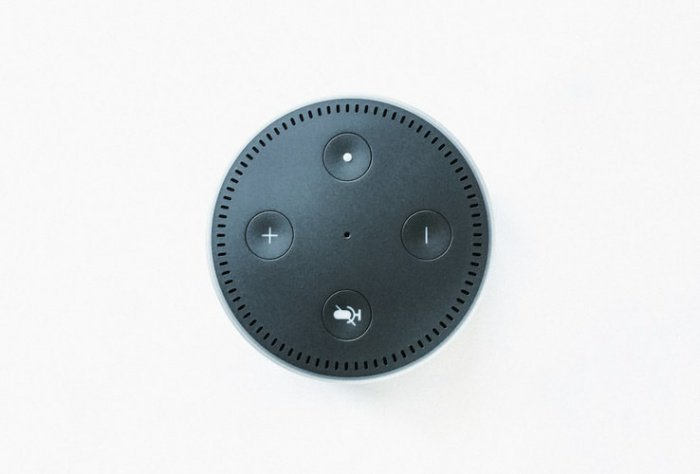 Любое воспроизводящее устройство, по словам эксперта, обладает функцией звукозаписи: гаджеты способны записывать окружающие звуки