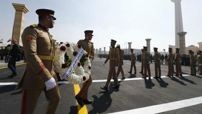 Хосни Мубарака хоронят с воинскими почестями.