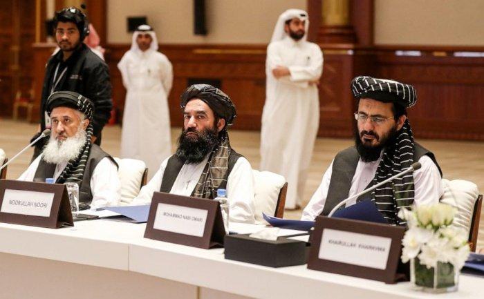 Делегация талибов на переговорах с США в Дохе.