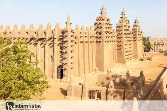 Первый университет в Африке. (Источник фото: yandex.ru)