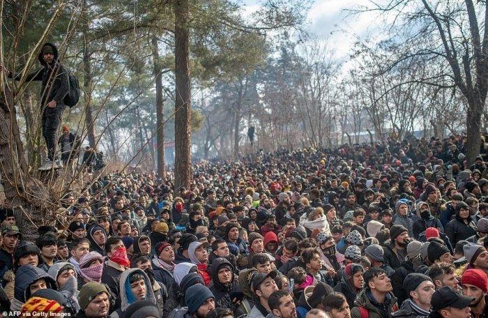 Мигранты в приграничной с ЕС турецкой провинции Эдирне.