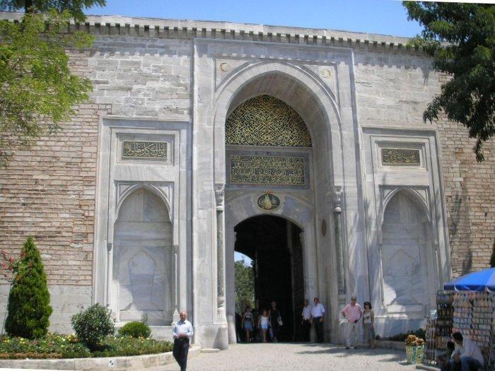 Имперские ворота дворцового комплекса Топкары