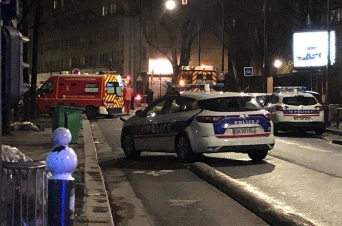 Неизвестный открыл стрельбу на территории парижской мечети.
