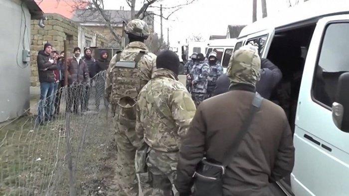 ФСБ задержала подозреваемых в терроризме жителей Крыма.