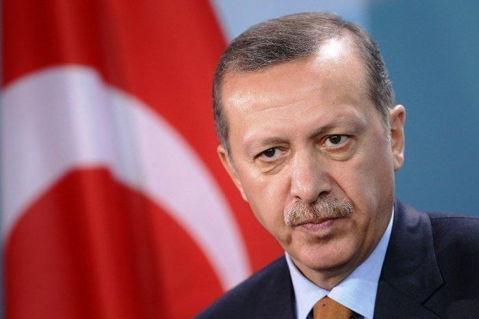 Турецкий лидер отложил зарубежные визиты из-за коронавируса.